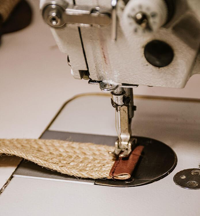 Máquina de coser y cinturón